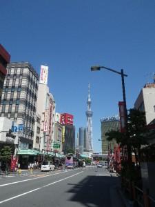 雷門から見た東京スカイツリー